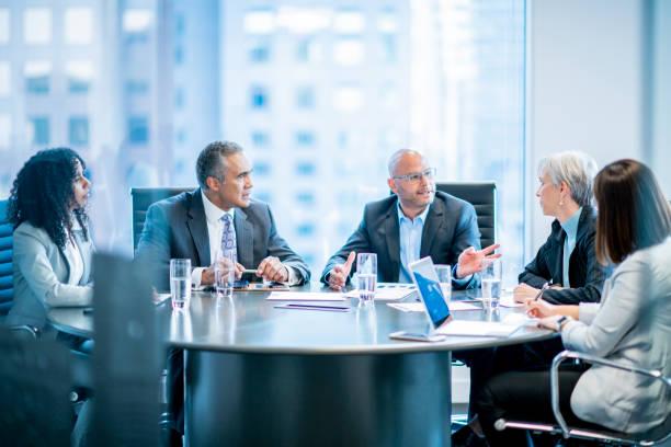 board room meeting - business meeting imagens e fotografias de stock