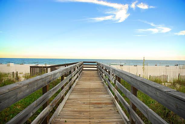 promenade am strand in orange beach, alabama - golfküstenstaaten stock-fotos und bilder