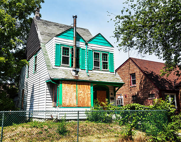 boarded up house in washington heights, a chicago - run down stock pictures, royalty-free photos & images