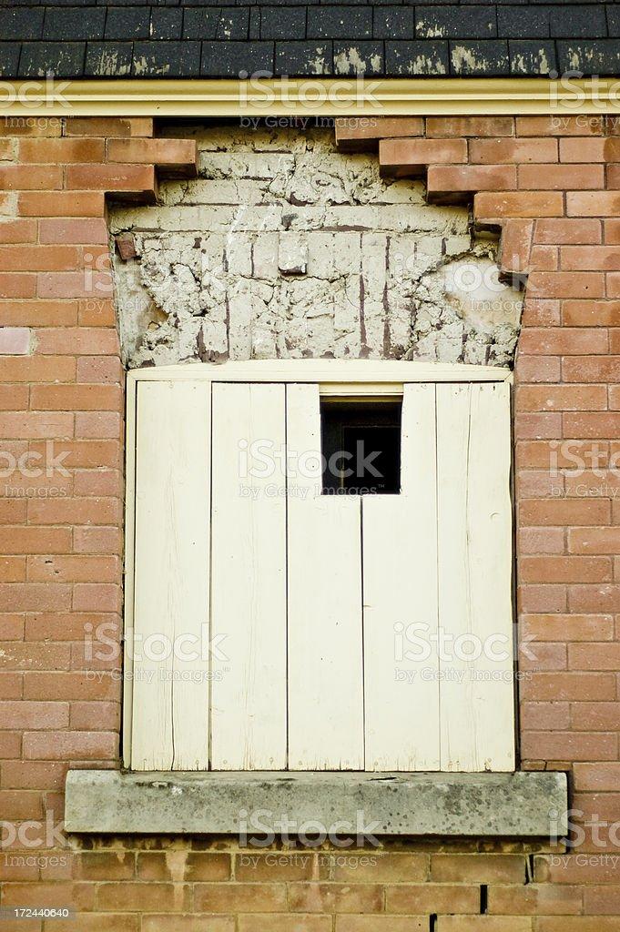 Imóvel abandonado janela - foto de acervo