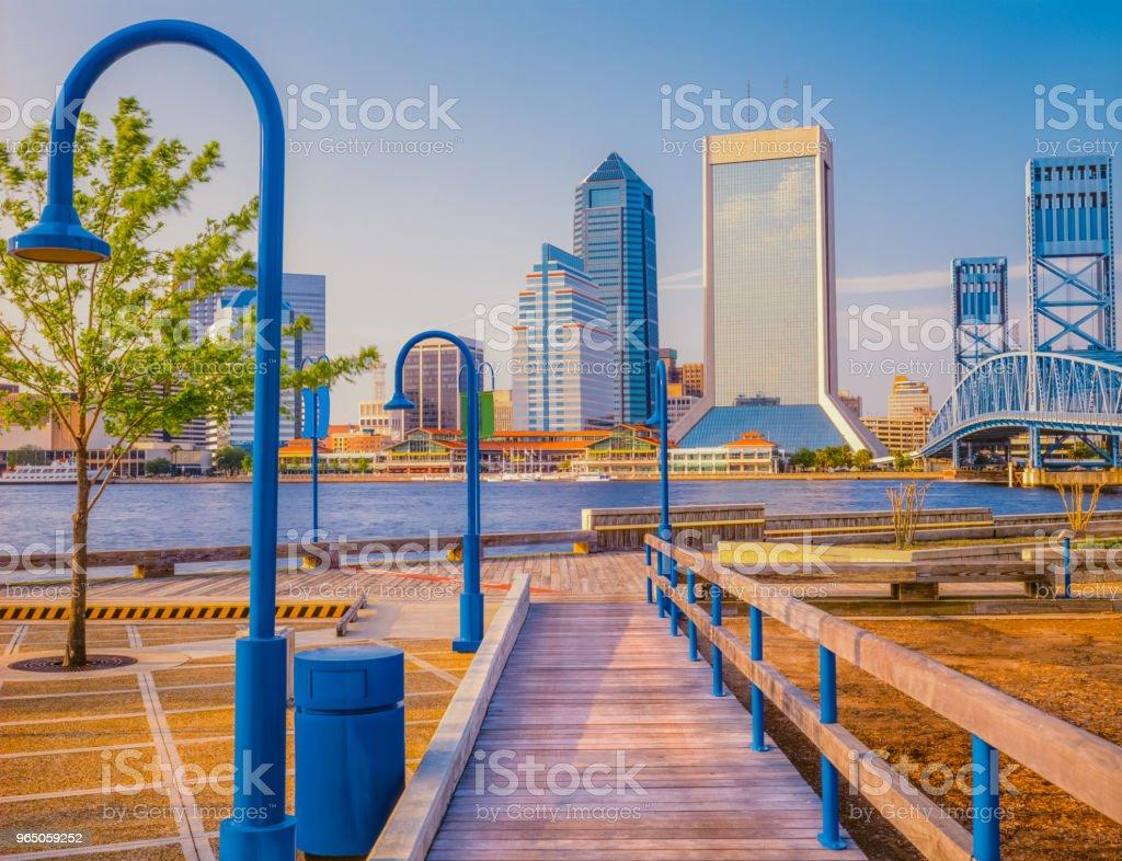 Boardwalk leads to Jacksonville, Florida and wharf (P) zbiór zdjęć royalty-free