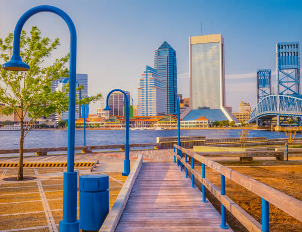 promenade leidt naar jacksonville, florida en wharf (p) - zuidoost stockfoto's en -beelden