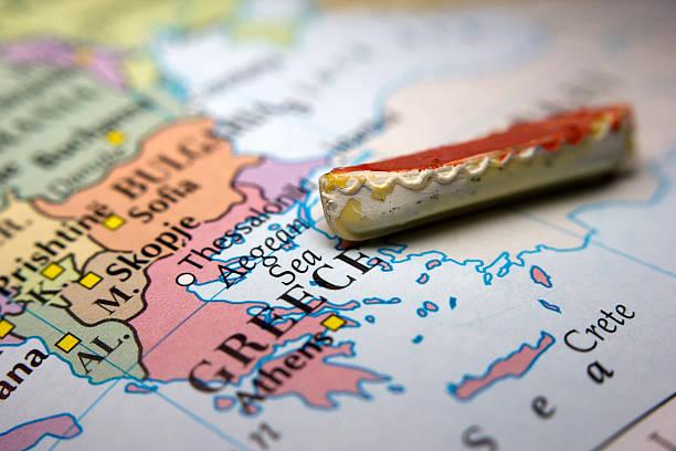 boot und einer karte von europa - karte ziehen stock-fotos und bilder