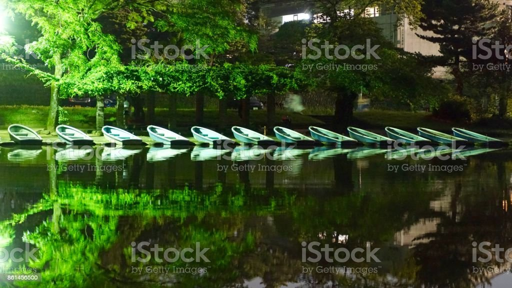 Embarcación por la noche - foto de stock