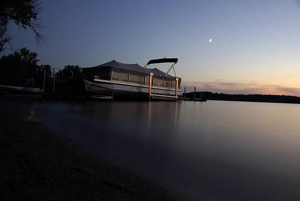 Bateau au coucher du soleil - Photo