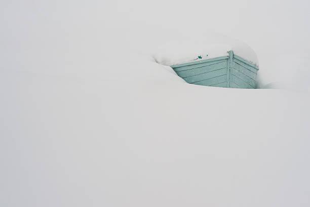 Boot mit Schnee bedeckt – Foto