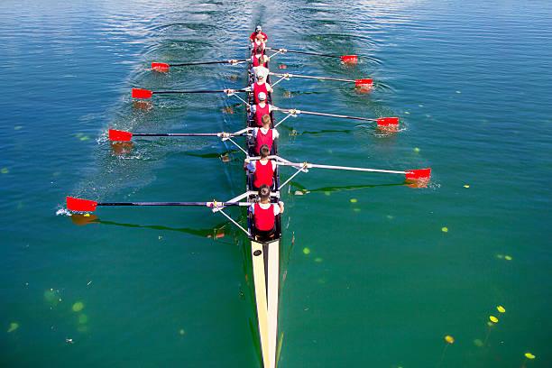ボート漕ぎ舵手付き 8 ローイングマシン - パドルスポーツ ストックフォトと画像