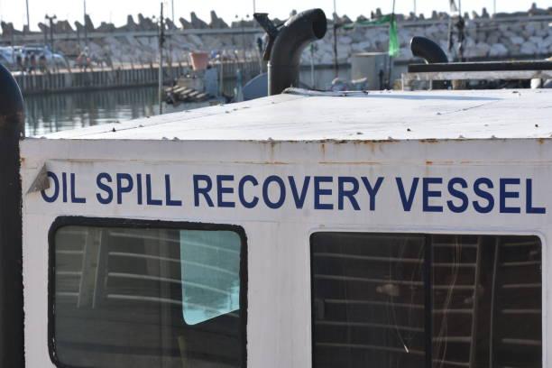 Boot zur Reinigung der Meeresverschmutzung – Foto