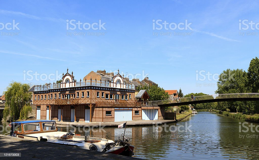 Boat house dans le centre d'Amiens, en France. - Photo