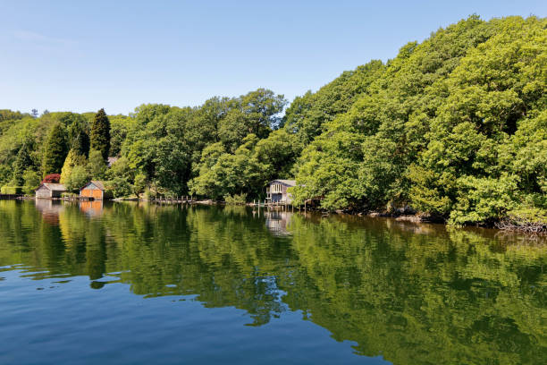 Bootshäuser am Ufer des Lake Windermere, Cumbria – Foto