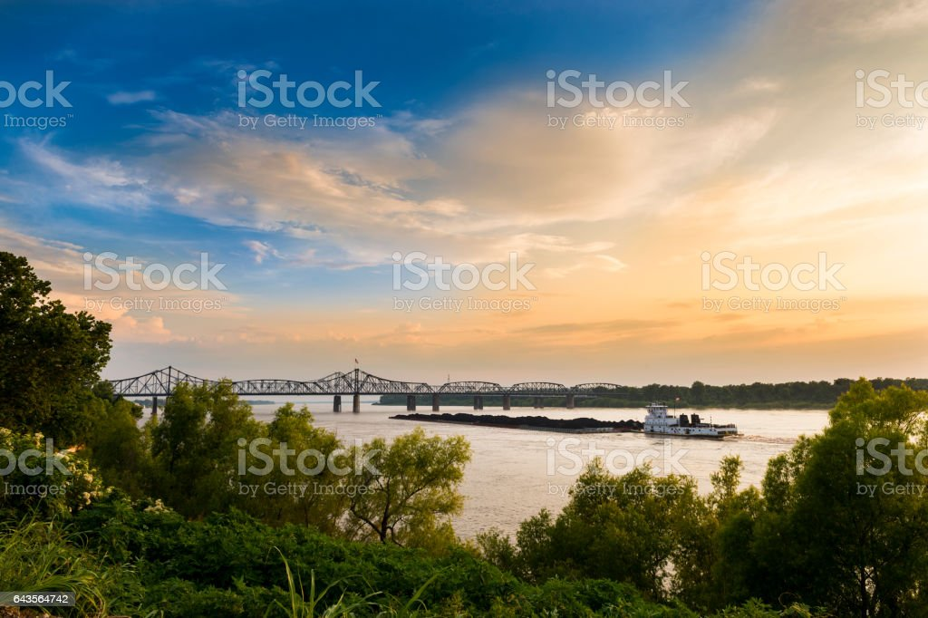 Boat in the Mississippi River near the Vicksburg Bridge in Vicksburg, Mississippi, USA. – Foto