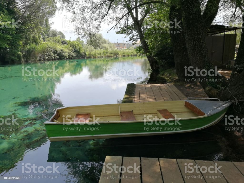 Boat moored on the creek - foto stock