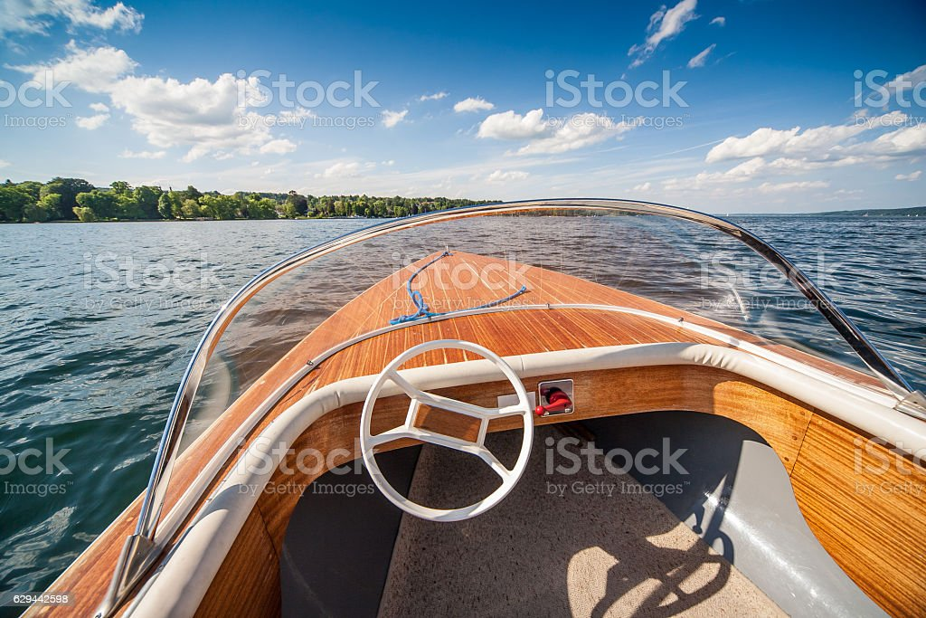 Boat on Lake. - Photo