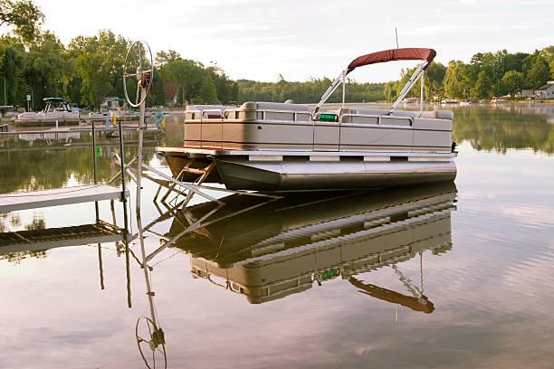 Bateau sur le lac du matin - Photo