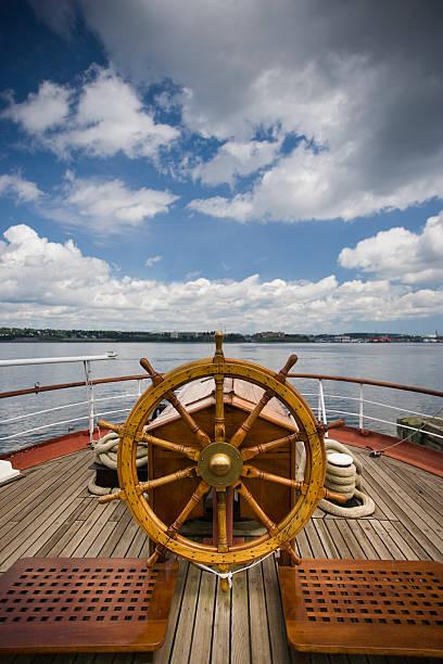 koło kierownicy łodzi - ster fragment pojazdu zdjęcia i obrazy z banku zdjęć