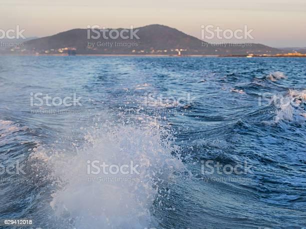 Boat wake in cold morning picture id629412018?b=1&k=6&m=629412018&s=612x612&h= nitqdj6z6xvjlcld z07rwkgjx6ddudholteij 1b0=