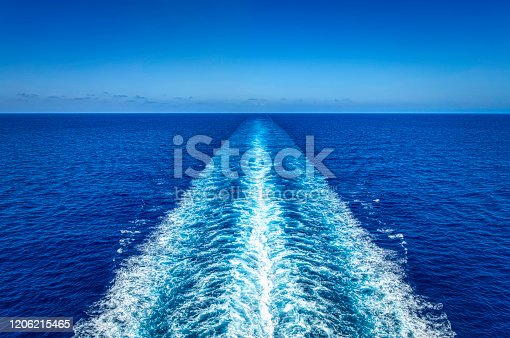 wake of a cruise ship