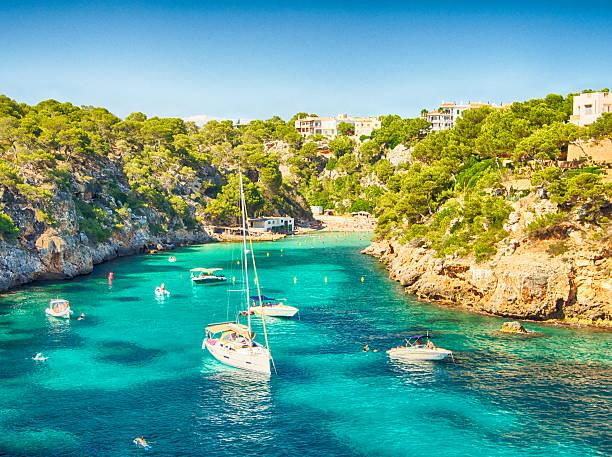 Bateaux et bleu de la mer à Majorque - Photo