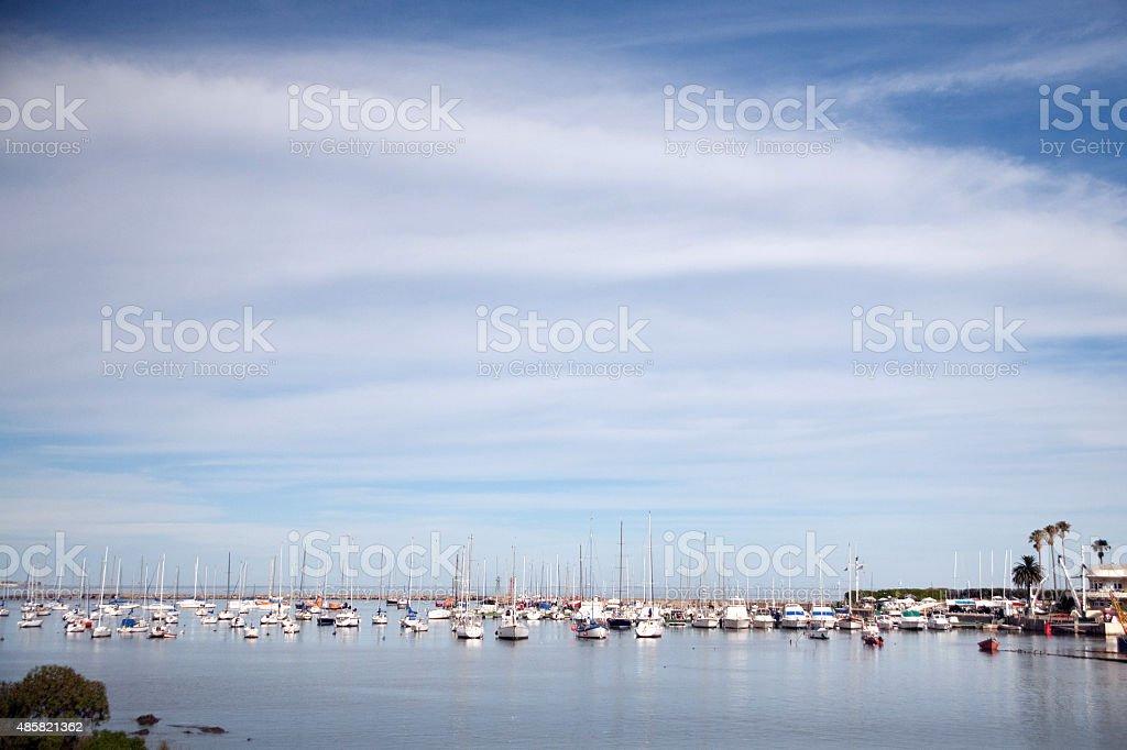 Barcos e vista panorâmica da Marina, em Montevidéu, Uruguai foto royalty-free
