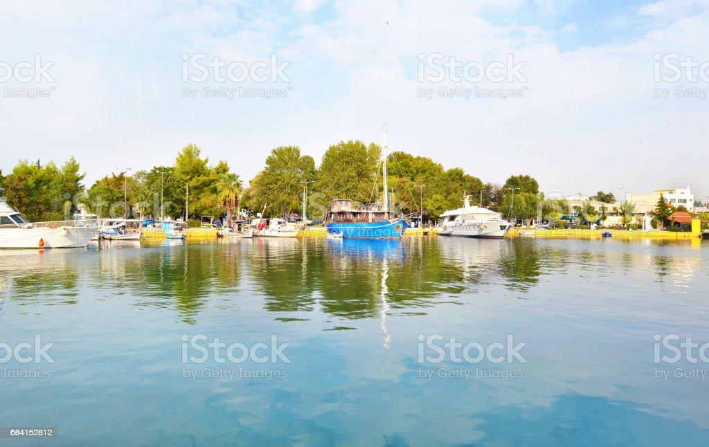 båtar vid Eleusis - Elefsina Grekland royaltyfri bildbanksbilder