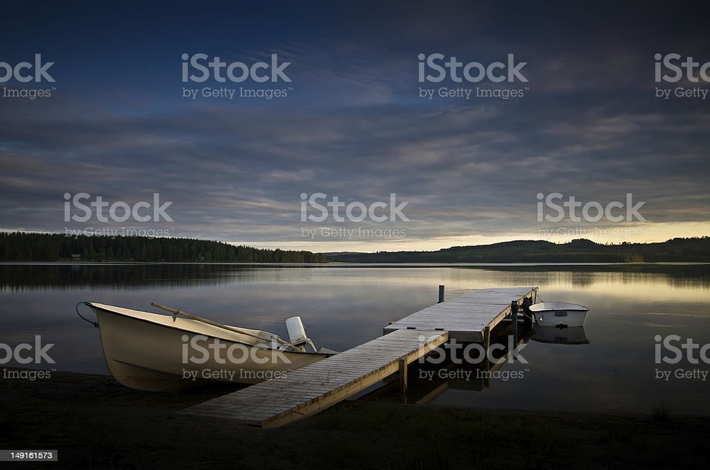 Boote am See im Sonnenuntergang stock photo