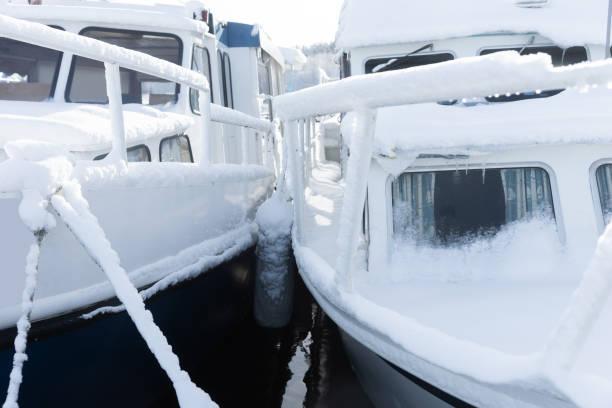Schneebedeckte Boote – Foto