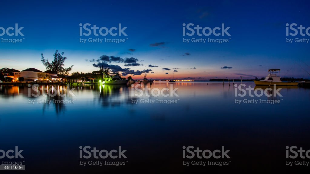 Boats in the bay at night foto stock royalty-free