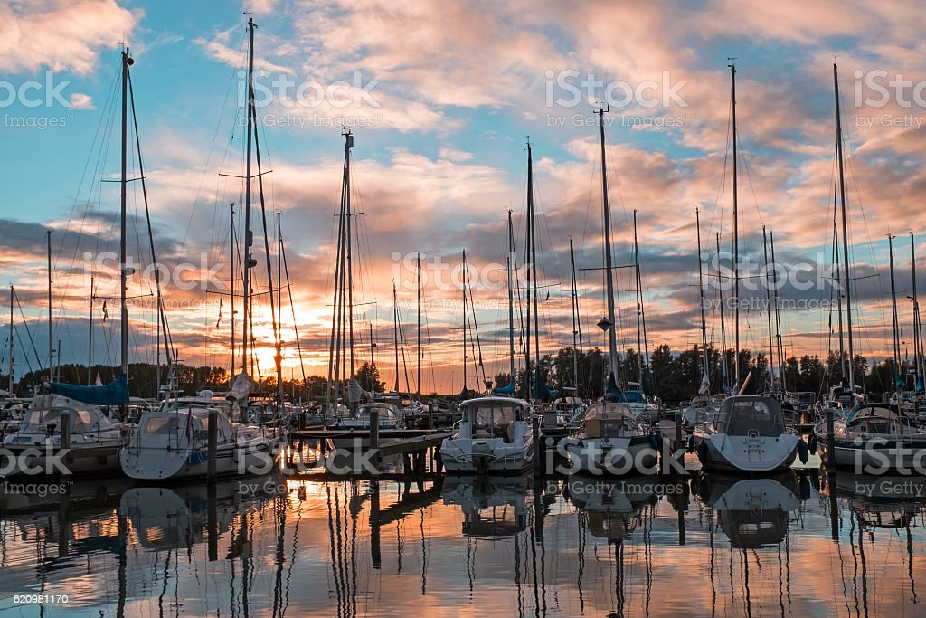 Boats in the harbor from Katwoude in the Netherlands at foto royalty-free