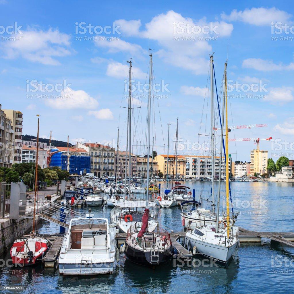 boats in the port of sete zbiór zdjęć royalty-free