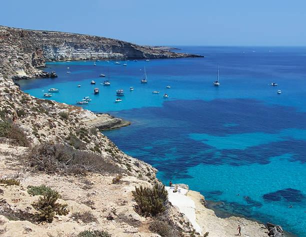 Barche sull'Isola di Lampedusa rabbits-, Sicilia - foto stock