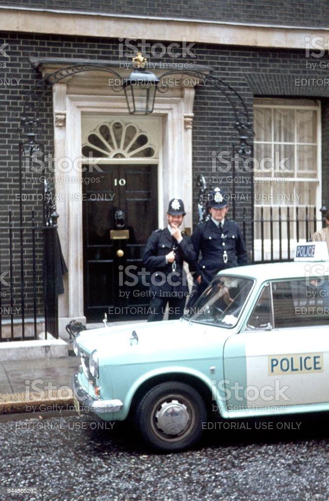 Bobbys vor Downing Street No. 10, 1976 – Foto