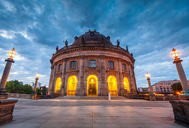 bode museum, berlin, deutschland - nikolaiviertel stock-fotos und bilder