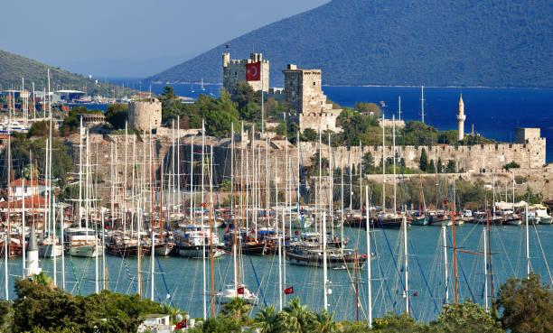 보드룸은 터키의 아름다운 여행지입니다. 보드룸 성, 무글라. - 굼베 뉴스 사진 이미지