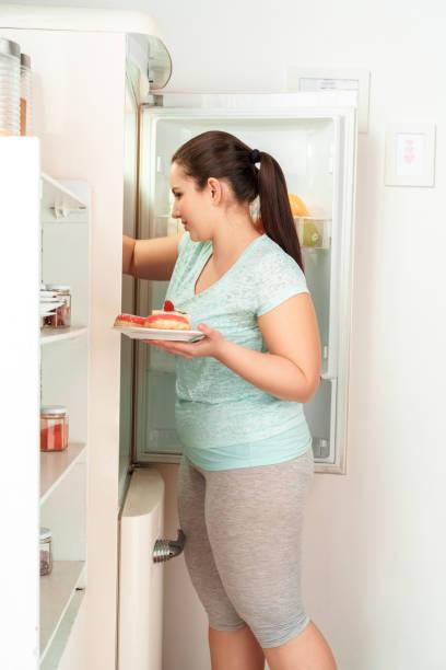 Body care chubby girl standing in kitchen taking plate with desserts picture id1186365255?b=1&k=6&m=1186365255&s=612x612&w=0&h=km6onsbi uvku8ckes lcswxbkpqkgb5stfeiq5bzu4=