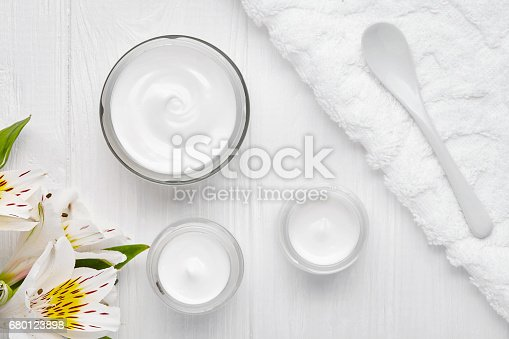 1151624350istockphoto Body shaping cosmetic cream lotion anti cellulite skin care leg treatment 680123898
