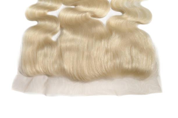 körper welliges gebleichtes blondes echthaar webt erweiterung die schnürung - halbperücke stock-fotos und bilder