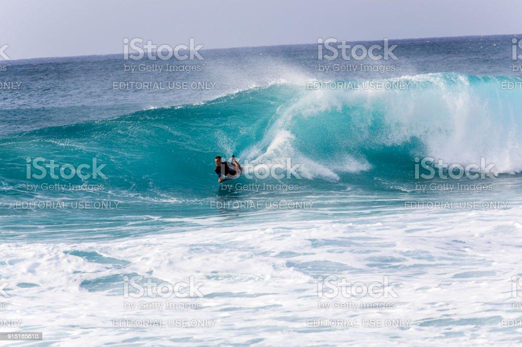 Bodyboard ondas fúria do Banzai Pipeline - foto de acervo