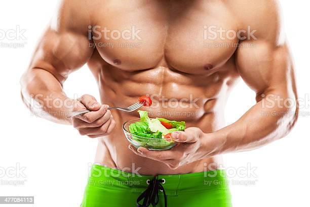 Bodybuilder Comiendo Ensalada Foto de stock y más banco de imágenes de Comer