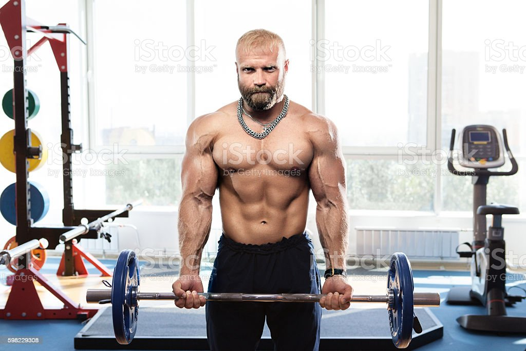 bodybuilder in the gym training with bar foto royalty-free