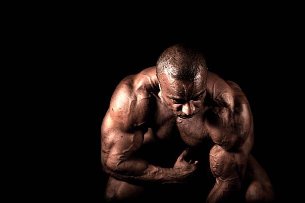 bodybuilder - hombres grandes musculosos fotografías e imágenes de stock