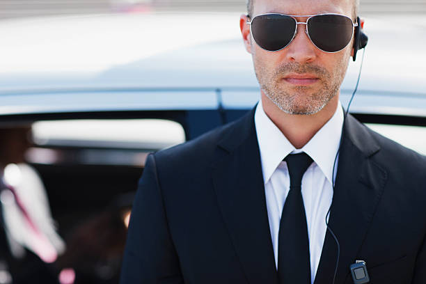 bodyguard wearing earpiece - vakta bildbanksfoton och bilder