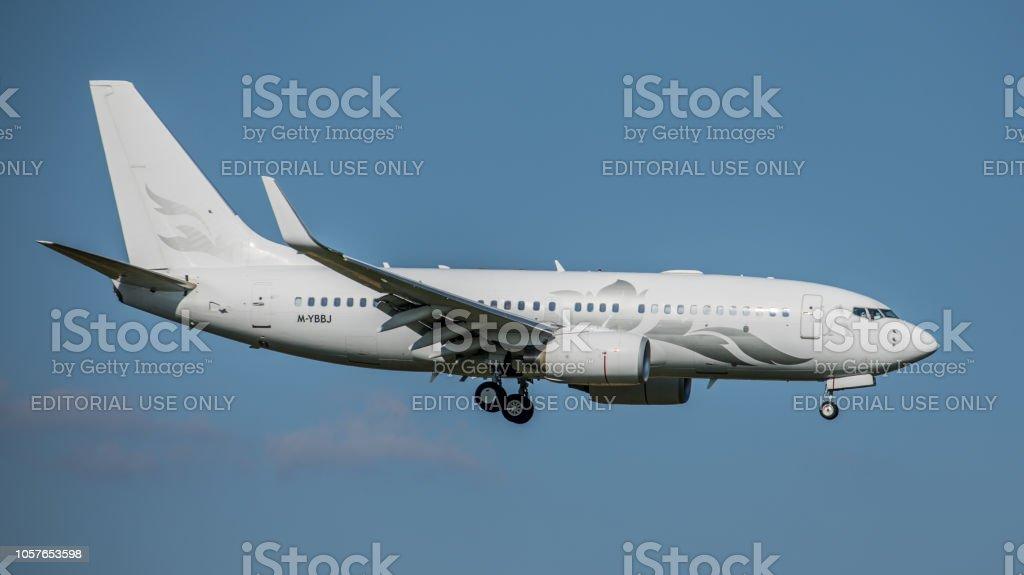 Boeing 737 Global Jet Österreich undet am Flughafen Zürich – Foto