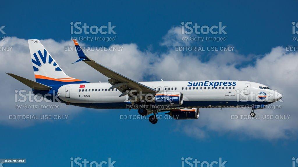 Boeing 737 Sun Express landet am Flughafen Zürich – Foto