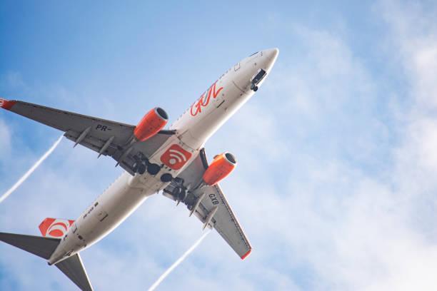 boeing 737-800 da gol intelligent airlines desembarcando no aeroporto de congonhas cgh), são paulo, brasil - aeroporto de congonhas - fotografias e filmes do acervo