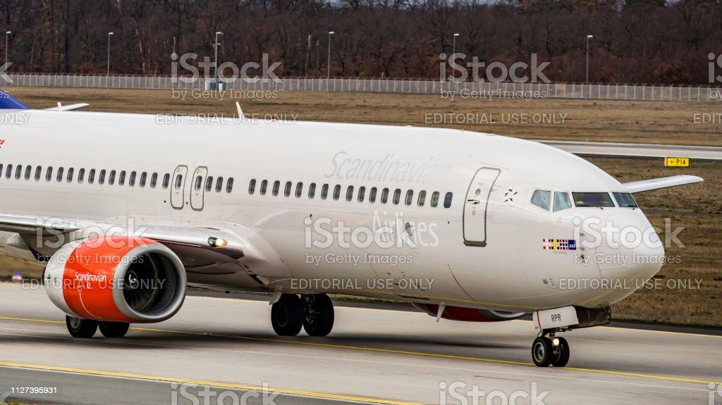 Boeing 737-883 SAS Scandinavian Airlines Rollt Zum Tor bin Flughafen Frankfurt Am Main – Foto