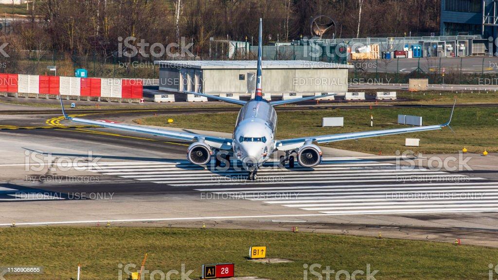Boeing 737-8HC Sun Express macht sich bereit für den Start am Flughafen Zürich – Foto