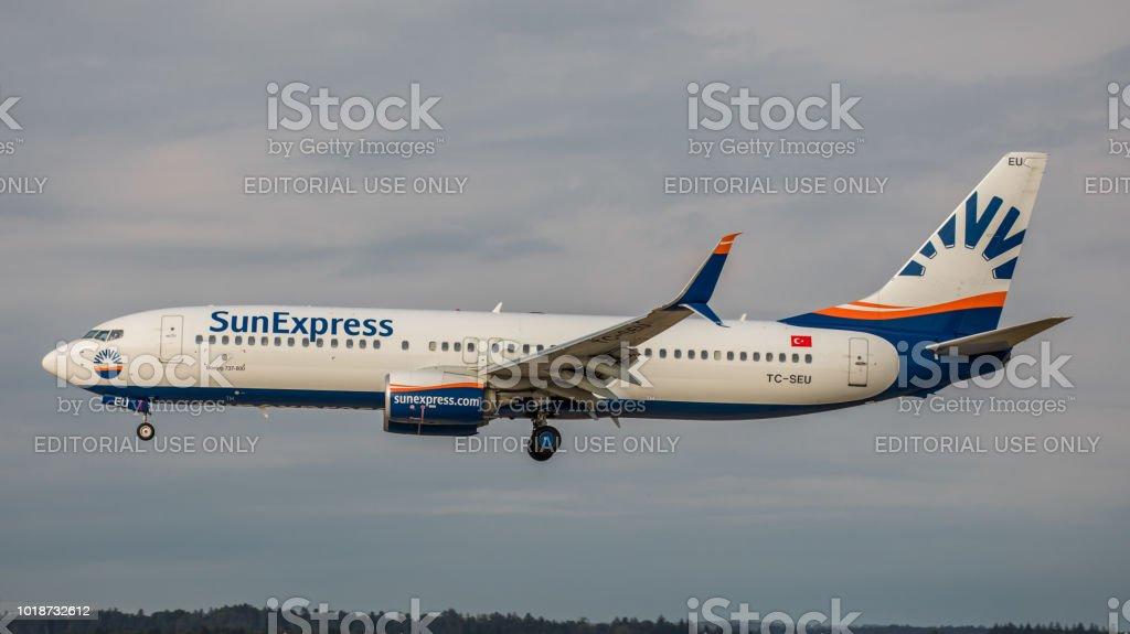 Boeing 737-8HC Sun Express landet am Flughafen Zürich – Foto