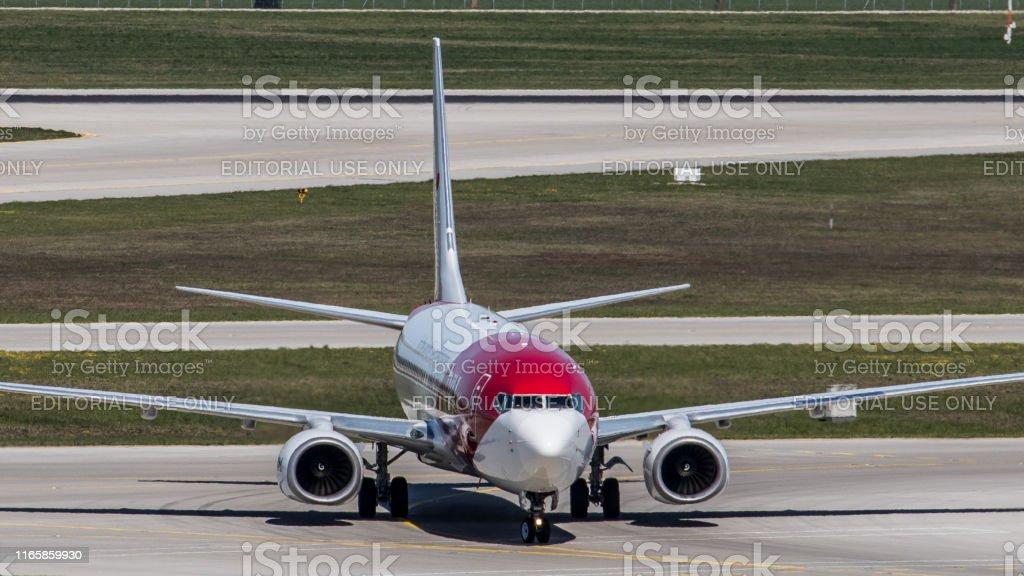 Münih Havalimanı 'nda TUı uçından Boeing 737-8K5 (Boeing 737 MAX) - Royalty-free 2019 Stok görsel