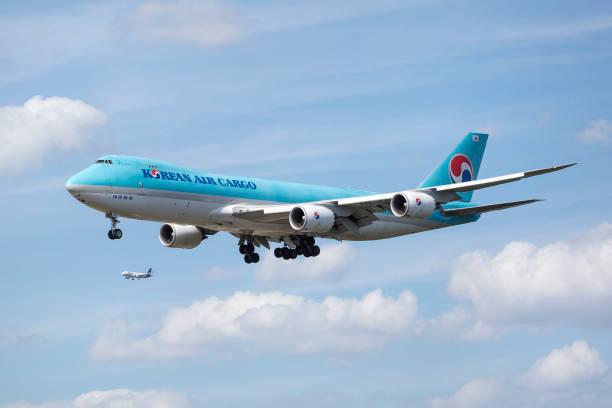 Boeing 747 der Korean Air Cargo Airlines nähert sich dem Internationalen Flughafen Frankfurt – Foto