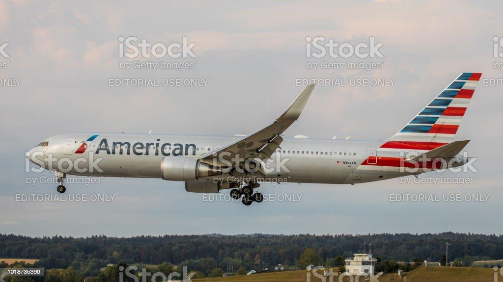 American Airlines Boeing 767-300 landet am Flughafen Zürich – Foto